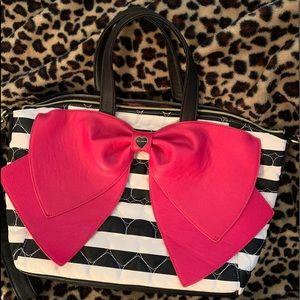 New w/o tags *ADORABLE*  Betsey Johnson purse